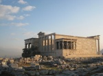 前面的大理石堆就係 Old Temple of Athena