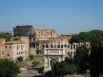 Forum 後的 Colosseum