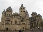 左邊是Cathedral of Trier 右邊是Church of Our Lady