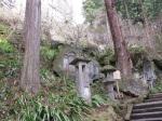 階梯旁的石碑與燈籠