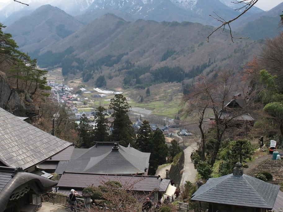 俯瞰山下的小鎮