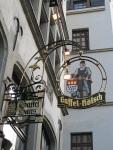 Gaffel Kölsch是Cologne的一款啤酒(那人拿著的就是Coat of arms of Cologne)
