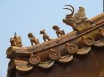 左起: 騎鳳仙人、龍、鳳、獅子、鴟吻